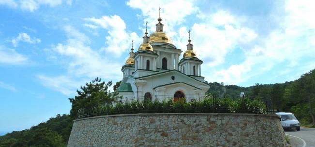 храм Архистратига Михаила в Ялте