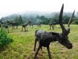 деревянные скульптуры оленей