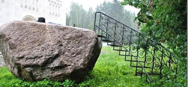 камень-гигант